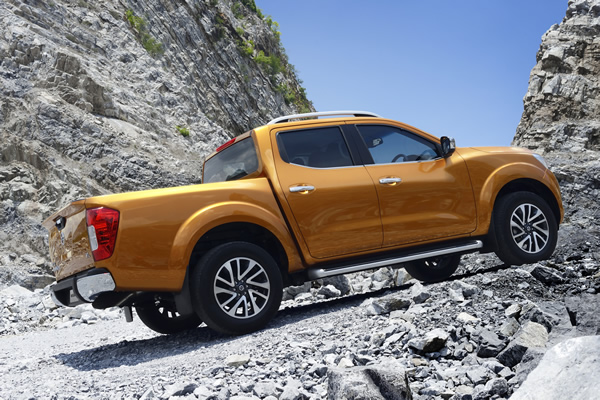 2015 nissan np300 navara ushers in the philippine pick up wars w brochure carguide ph