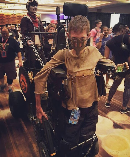 Estudante transforma sua própria cadeira de rodas em um incrível cosplay inspirado em Mad Max