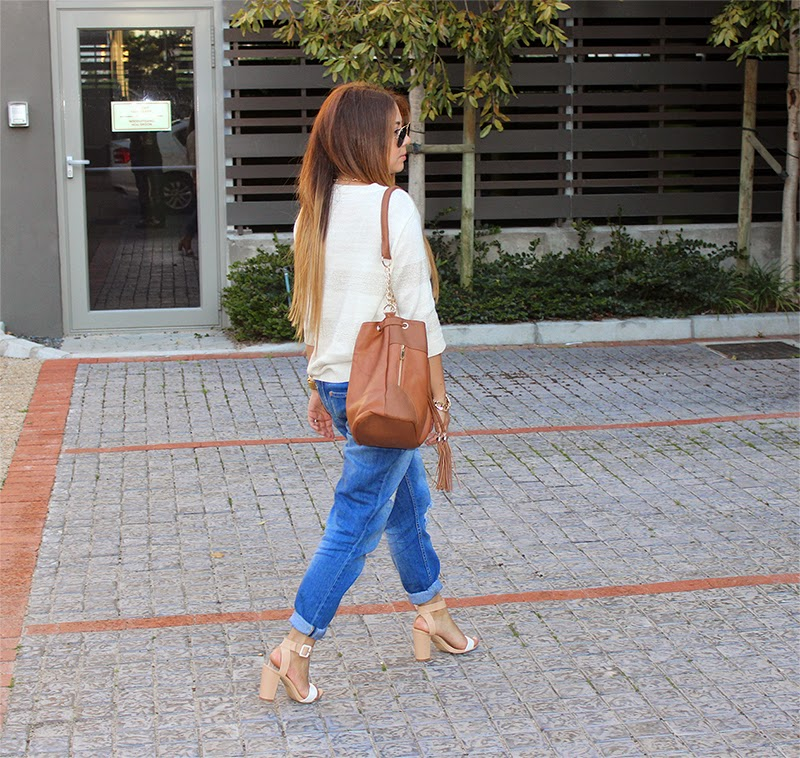 boyfriend jeans, block heels, fashion blogger cape town, long ombre hair, casual spring outfit, boyfriend jeans & heels, large ray ban aviators