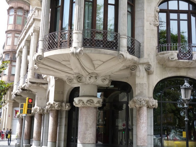 Footnotes a modern guide to barcelona modernism - Restaurant casa fuster ...