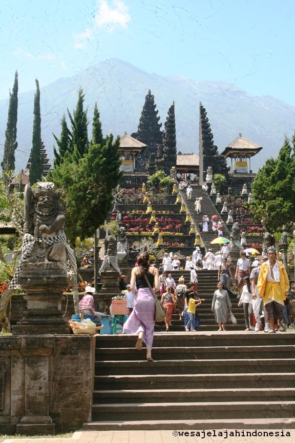 Pulau Bali di Indonesia Pura Terbesar di Pulau Bali