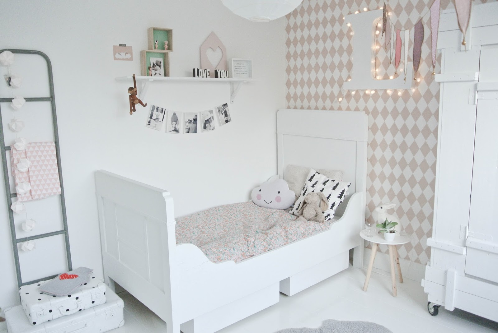 Lekker fris make over lola 39 s kamer deel 1 - Ideas para decorar dormitorio infantil ...