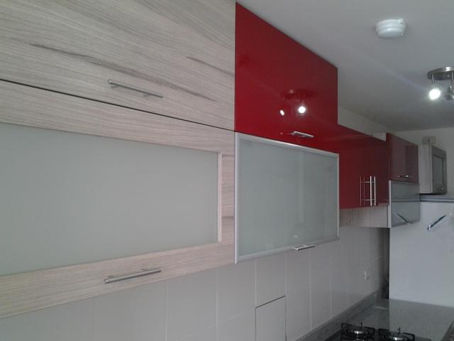 Muebles en melamina,aluminio y vidrio COCINAS ACABADO POLIURETANO