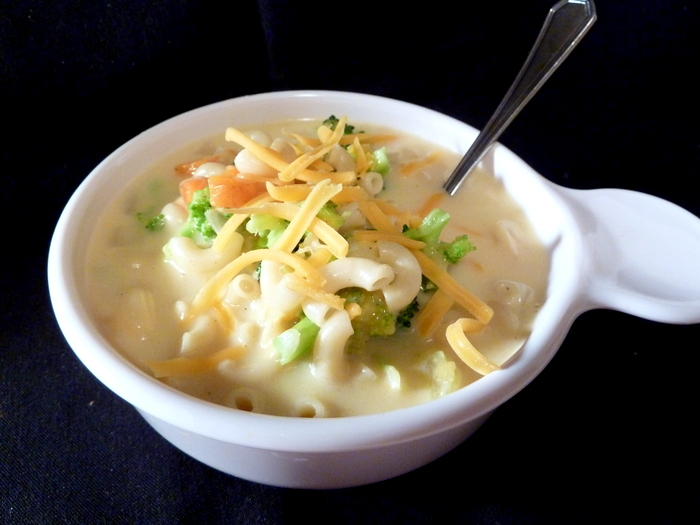 Badger Kitchen: Skinny Macaroni and Cheese Soup with Broccoli