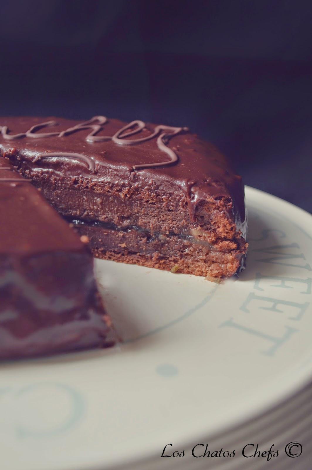 Decorar Tarta Con Chocolate En Cono De Papel Sulfurizado