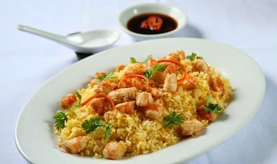 Vietnamese Fried Rice with Prawns (Cơm Chiên Tôm)1