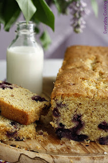 http://www.everydaycooking.pl/2012/05/ciasto-cytronowo-limonkowe-z-borowkami.html