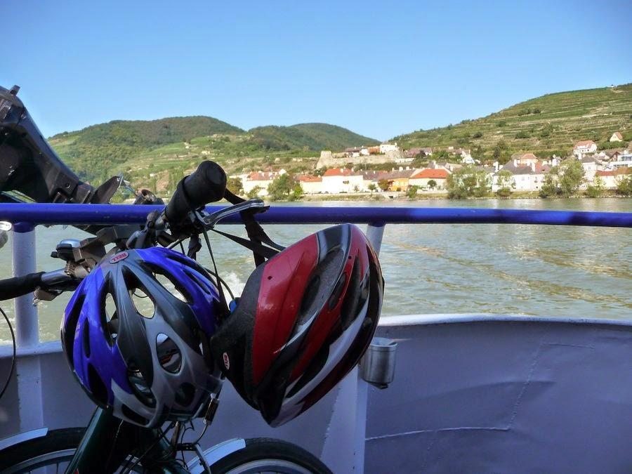 Nuestras bicis en el barco