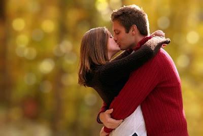 Hôn nhau có thể gấy sâu răng
