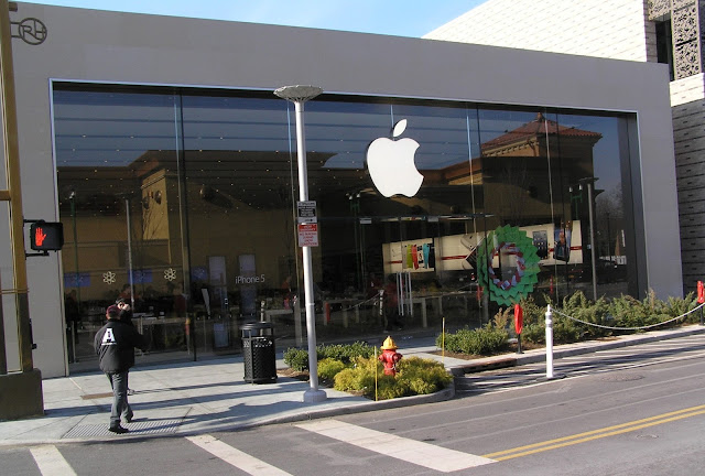 Apple to phase out in-house iAd sales team; will update the platform to be more automated