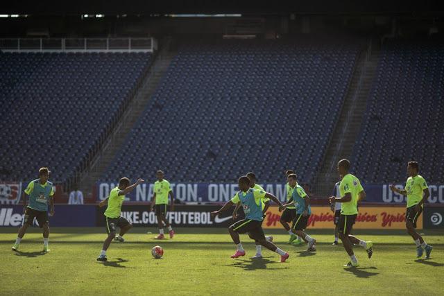 Possivelmente descaracterizada, Seleção encara EUA para espantar as sombras da desconfiança (Foto: Leo Correa / Mowa Press)
