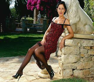 Naughty Girl - rs-VivThomas_Vera---brunette-in-a-red-dress_Vera-A_by_Viv-Thomas_high_0003-743206.jpg