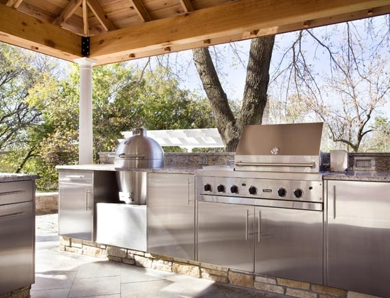 Set A Summer Kitchen Amenities On Your Outdoor Patio