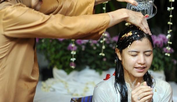 gambar lisa surihani bersiram kahwin yusry kru