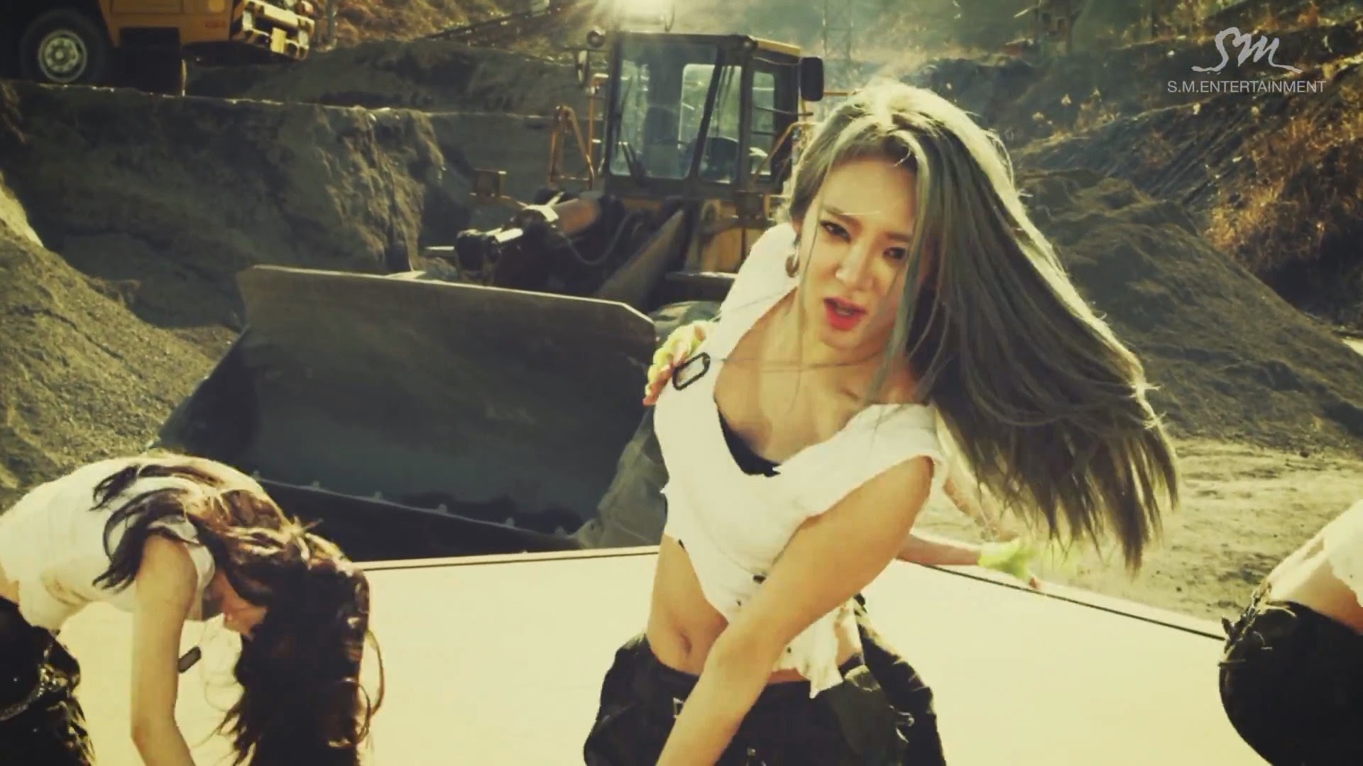 Girls' Generations' Hyoyeon in Catch Me If You Can MV