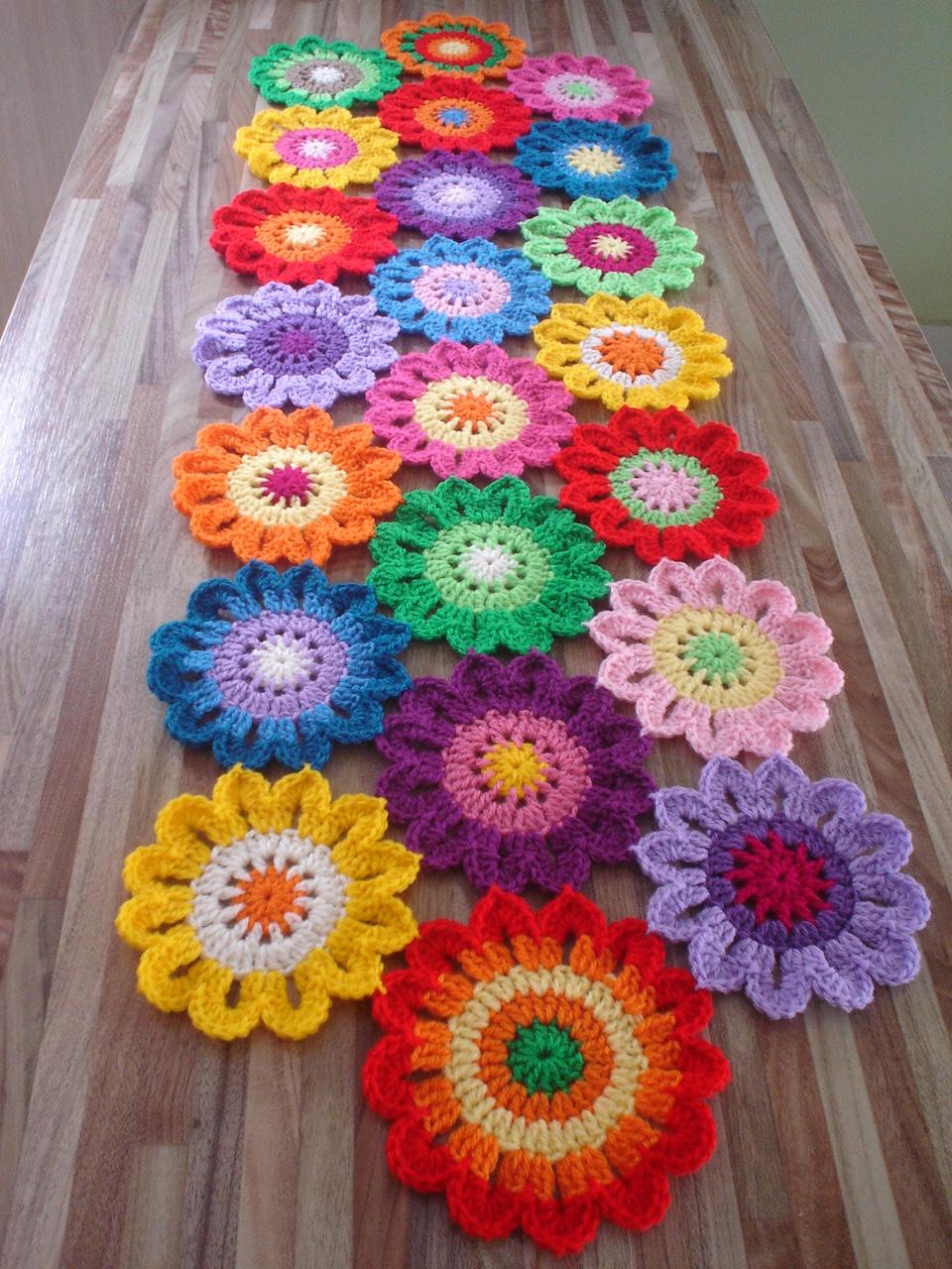 Free Crochet Pattern Flower Table Runner : REGINA RECEITAS DE CROCHE E AFINS: INSPIRADA EM CROCHE ...