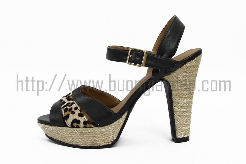 ban buon giay dep nu sandal xuat khau kalaimina klm 201c7c den%2B%282%29 Mẹo chọn mang giày sandal nữ mùa hè năm nay