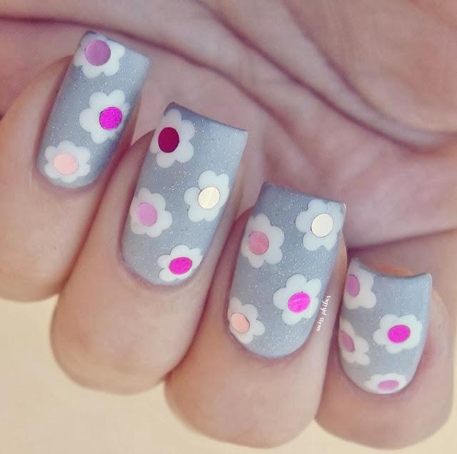 Flowers nail art + round glitters