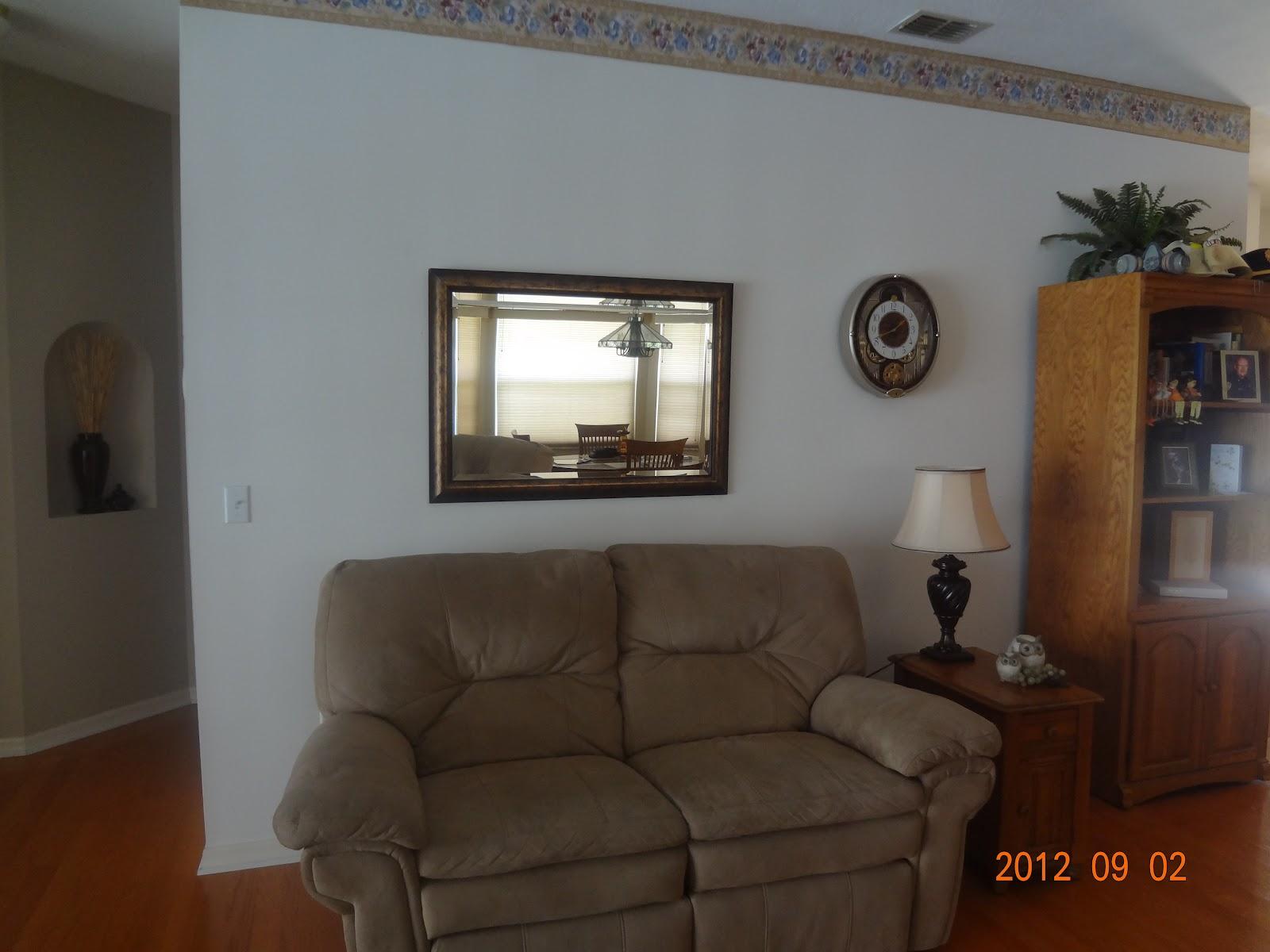 http://3.bp.blogspot.com/-2LaEdLkg1ow/UEVpVBZ6eZI/AAAAAAAAA0I/kEsI0OmE6I8/s1600/living+room+before+painting.jpg