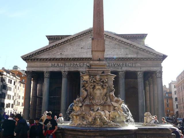 Piazza della Rotonda z obeliskiem, Rzym