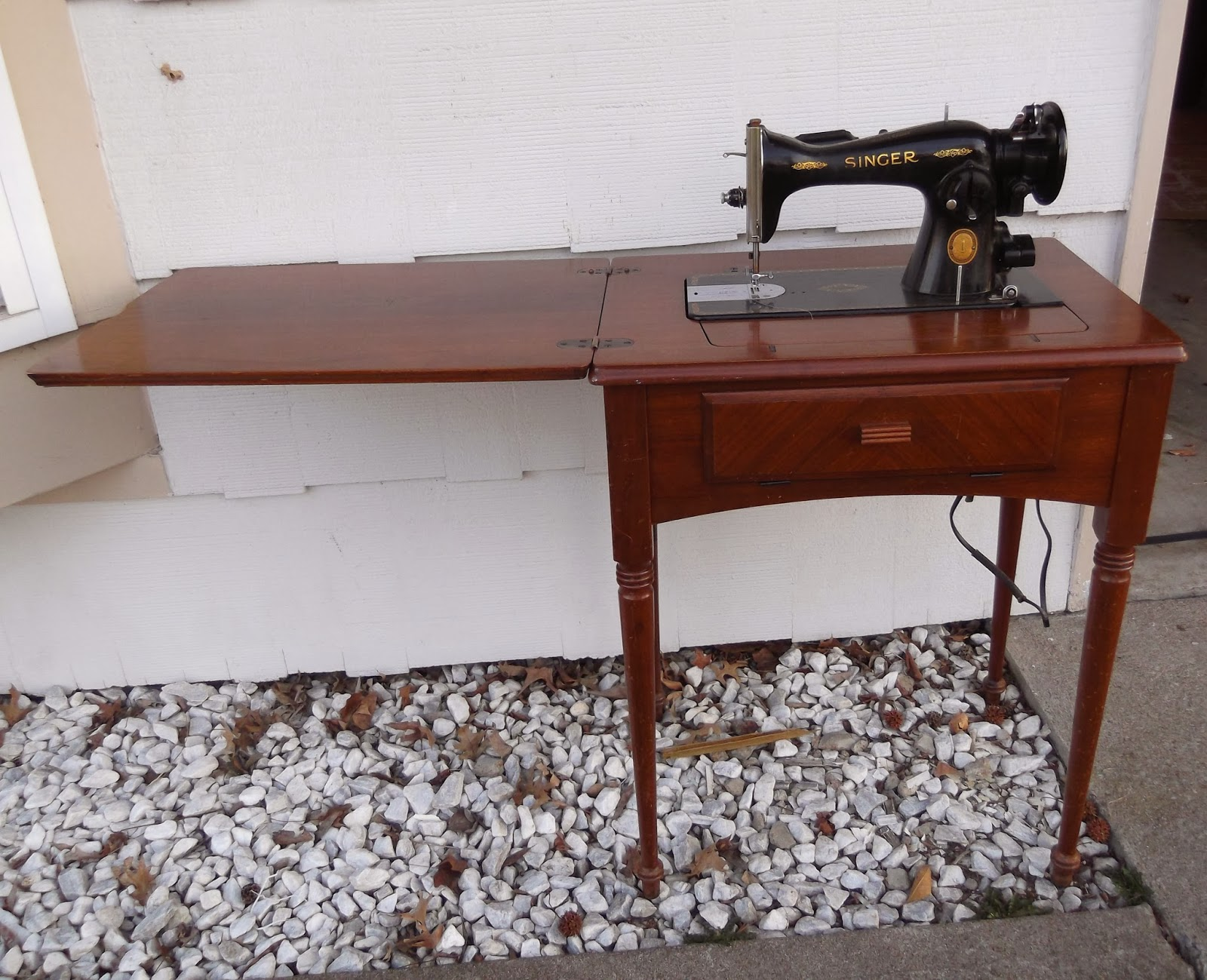 Thrifty 31 blog vintage sewing table makeover vintage sewing table makeover sciox Choice Image