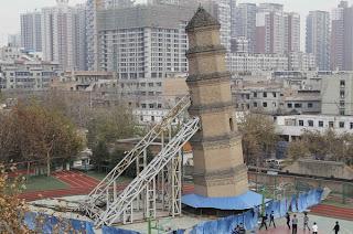 Menara condong sejak tahun 1960-an di China
