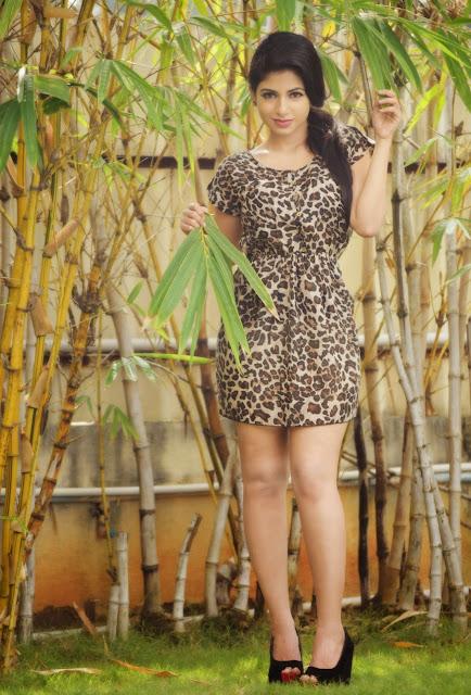 Actress Iswarya Menon Latest Pictureshoot Gallery 7.JPG