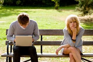 Vício em internet e redes sociais como Facebook pode prejudicar seus relacionamentos reais