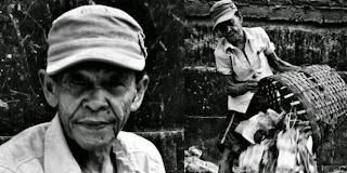 Kisah Sepiring Nasi Kakek Tukang Sampah Yang Menggetarkan Hati