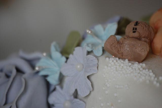 Bamse på dåpskake til gutt i blått og lilla
