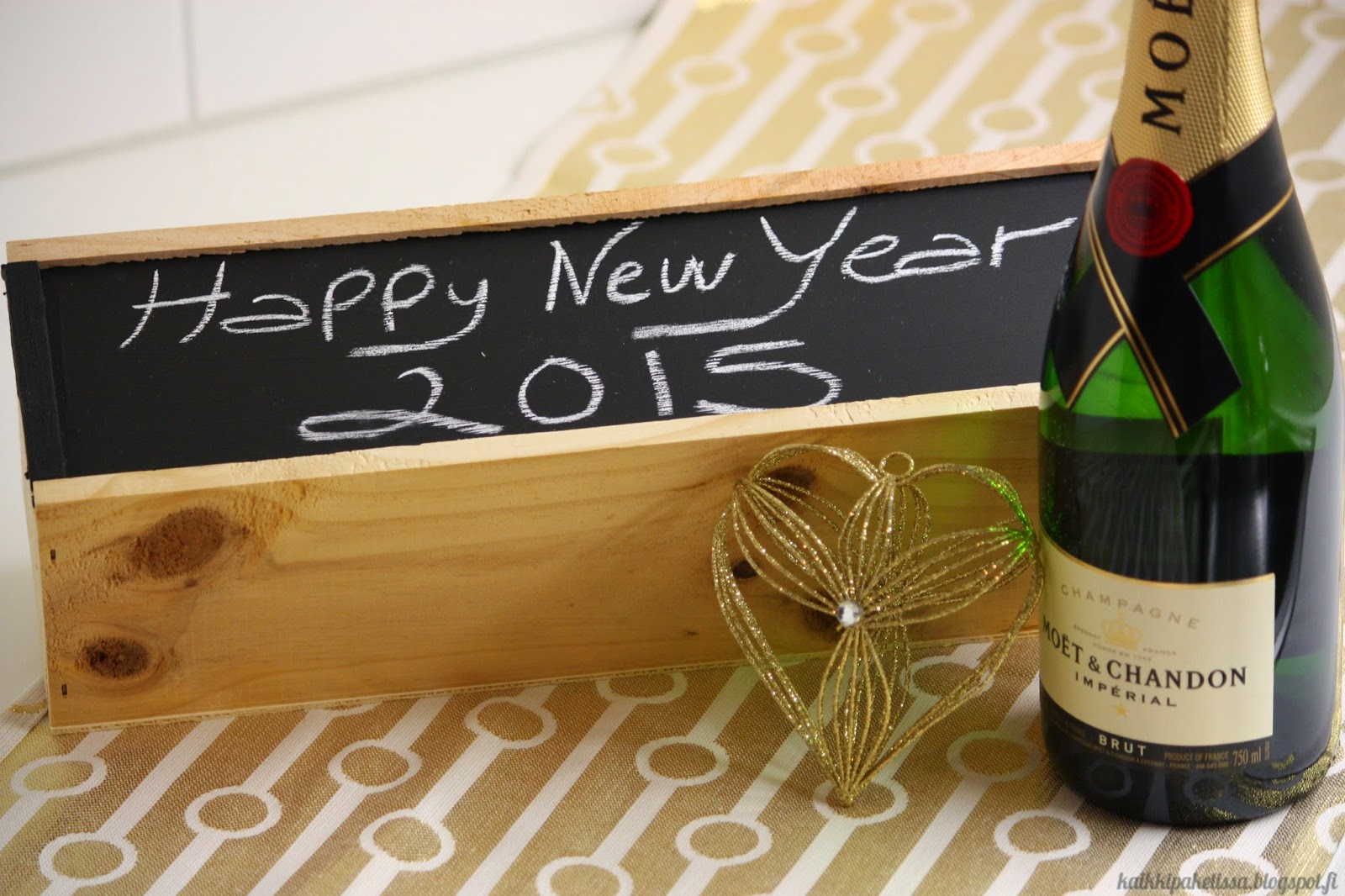 Kaikki Paketissa uusi vuosi lahjaidea pullolaatikko