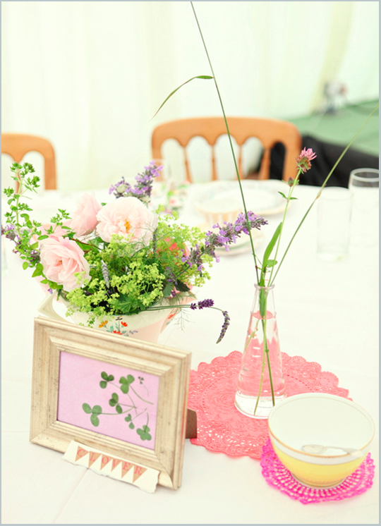 vintage crockery and flowers as center piece