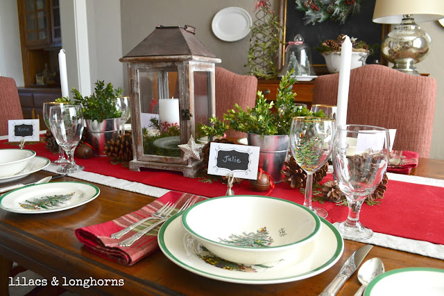 Christmas tablescape dining room decor lilacs and for Dining room tablescapes ideas