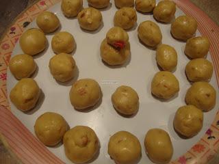 Mavu Laddu (Maa Laddu/Payatham Maavu laddoo)