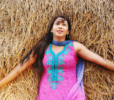 desi hot Gayatri iyer latest photos from dorakadu movie