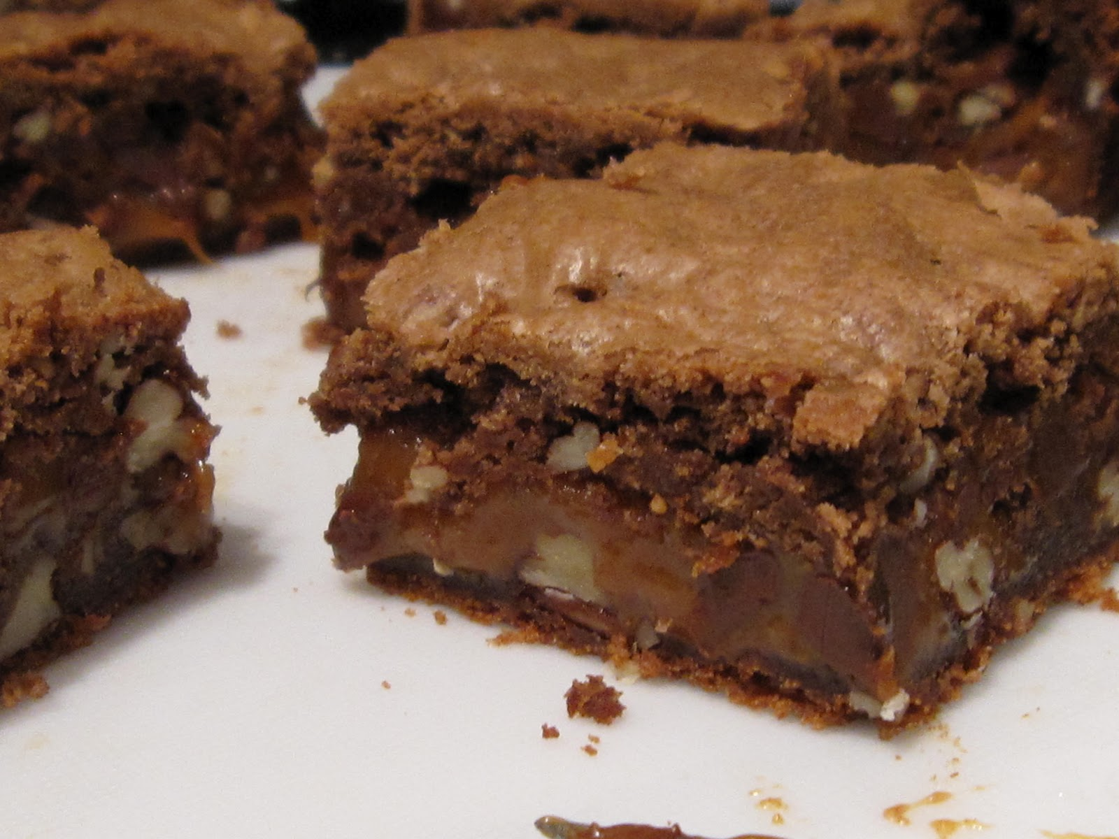 HANNAH IN THE KITCHEN: Gooey Caramel Pecan Brownies
