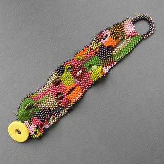 купить яркий браслет из бисера в технике фриформ freeform peyote beading
