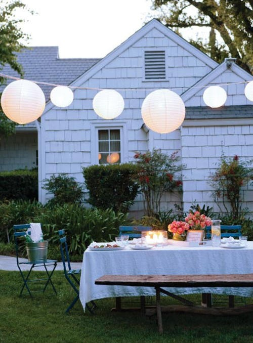 Strawberry roan summer retreat backyard dinner party for Summer backyard decorating ideas