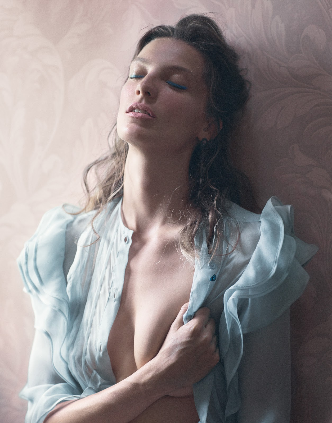 Daria Werbowy in Soft focus / Porter #10 Fall 2010 (photography: Mikael Jansson, styling: Alex White) via fashioned by love / british fashion blog