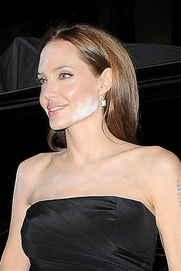 Hollywood Oscar Winnning Actress, Angelina Jolie's Makeup Mishap