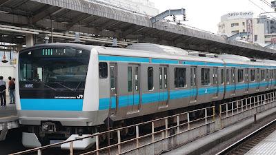 赤羽駅停車中の京浜東北線E233系