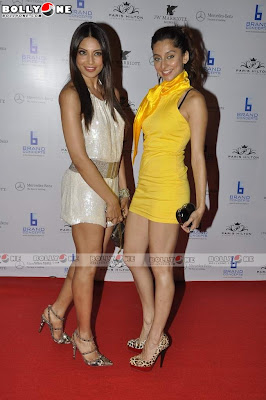 Hot Bipasha Basu & Anoushka at Paris Hilton Bash
