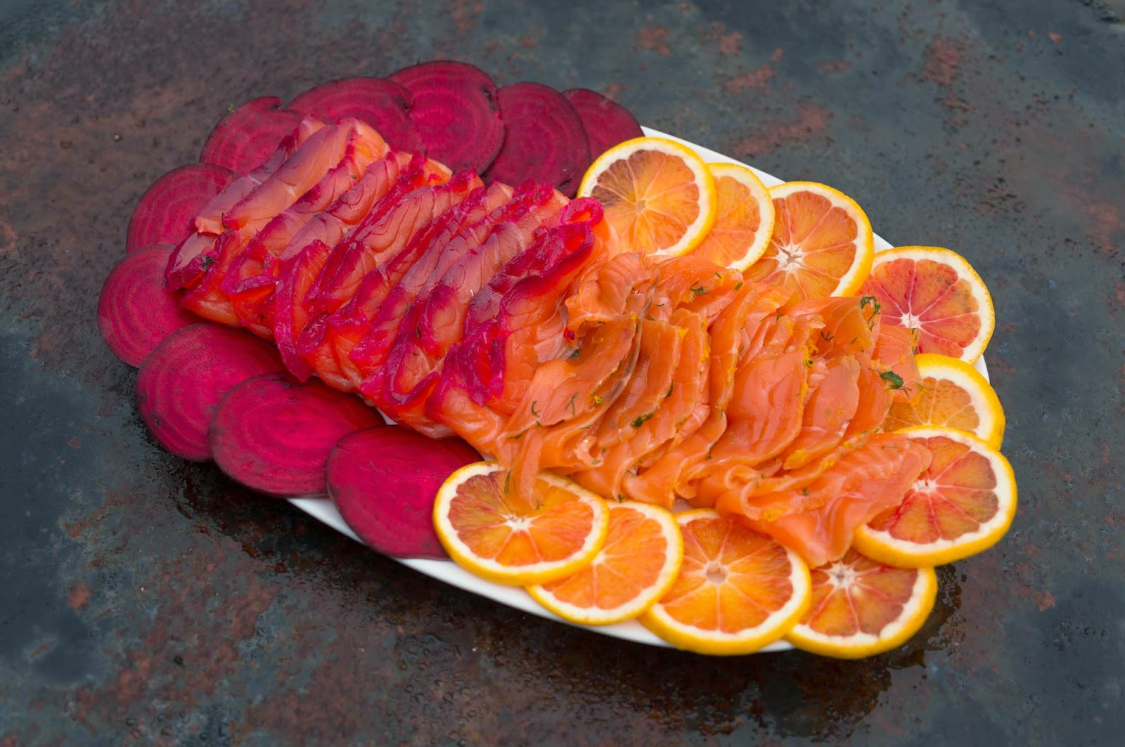 rödbets- och apelsingravad lax
