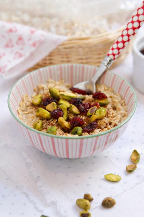 Dried fruit and nuts oatmeal 11 Quick and Healthy Breakfast Idea - Fit and Fabulous Friday