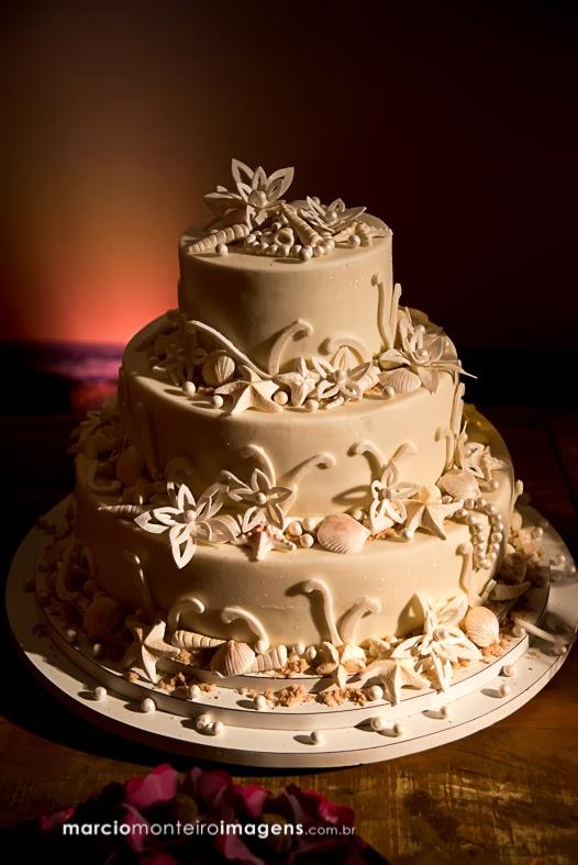 bolo, tropical, off white, flore, conchas,15 anos