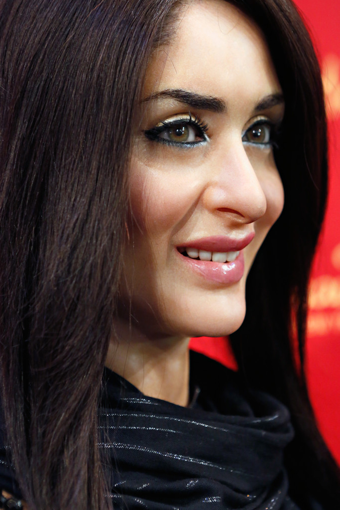 Kareena Kapoor Hot Wallpapers HD - HIGH RESOLUTION PICTURES