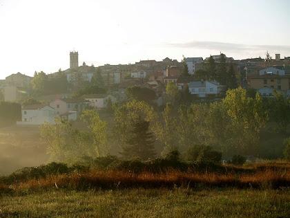 Vista de Castellterçol des del camí de les Costes, a primera hora del matí