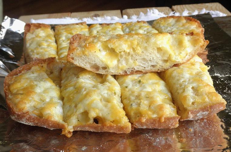 Food Pusher: Garlic Cheese Bread