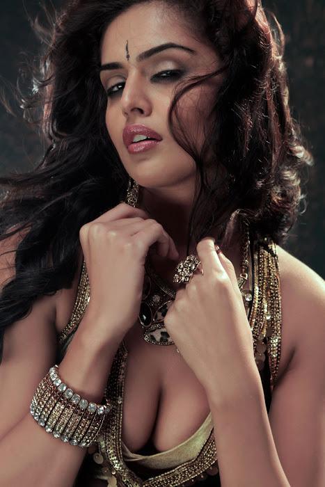 nathalia kaur from department movie, nathalia kaur