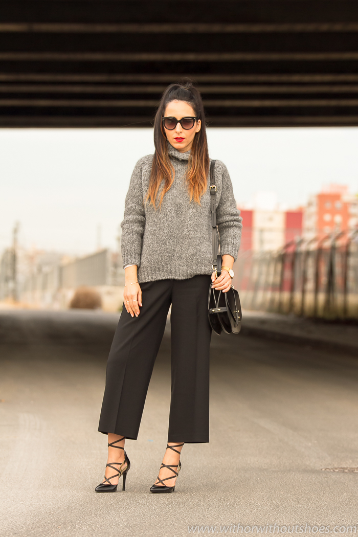 BLogger de moda valenciana con outfit urbano chic con estilo